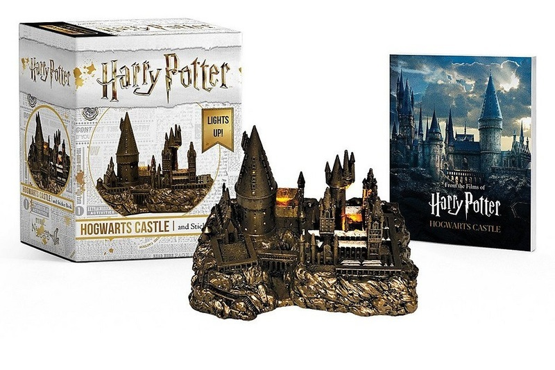 "Купить книгу ""Harry Potter Hogwarts Castle and Sticker Kit: Lights Up!"""