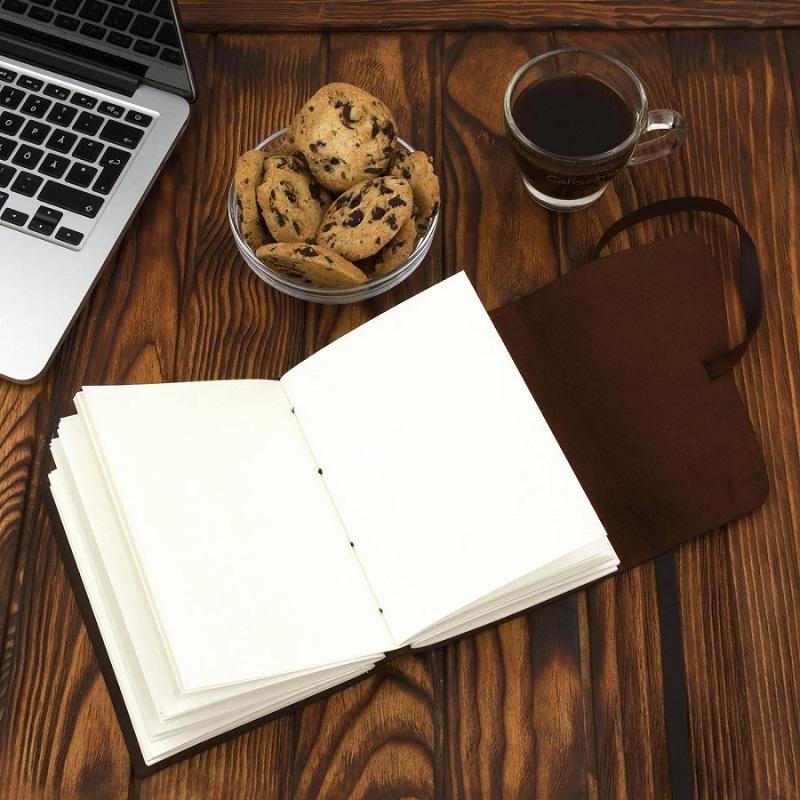 """Купить книгу """"Блокнот кожаный COMFY STRAP с ручкой (чистые листы, темно-коричневый, ручная работа, с коробкой)"""""""
