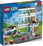 Конструктор LEGO City Семейный дом (60291) - купить онлайн